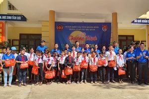 Quảng Bình: Mang yêu thương đến trẻ em vùng khó