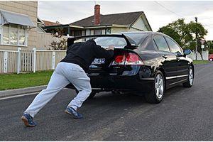 Phớt lờ dấu hiệu máy phát điện hỏng, có ngày 'khóc thét' vì ô tô chết máy giữa đường