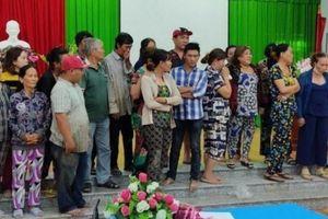 18 người phụ nữ kéo nhau vào vườn dừa đánh bài ăn tiền