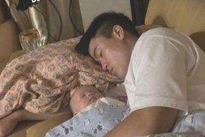 Quỳnh Anh ghen tị khi con trai ngủ ngon trong lòng Duy Mạnh