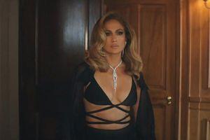 Sau Miley Cyrus đến lượt Jennifer Lopez diện thiết kế của Công Trí trong MV mới