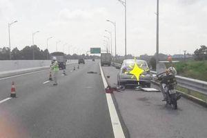 Đang thay lốp trên cao tốc, tài xế ô tô bị xe tải tông chết