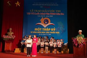 Học sinh lớp 8 Hoàng Minh Phúc đoạt giải Nhất cuộc thi 'Viết về cuốn sách yêu thích của em'