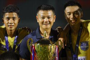 Văn Quyến cùng học trò đăng quang ngôi vô địch U17 Quốc gia