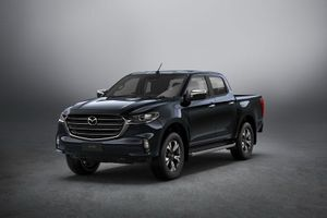Mazda BT-50 2021 chốt giá hơn 700 triệu đồng, quyết đấu với Ford Ranger