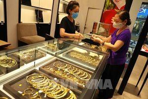 Giới đầu tư vẫn dành nhiều sự chú ý đến vàng