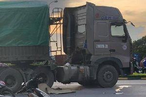 Hải Phòng: Va chạm với xe Container, 3 người thương vong