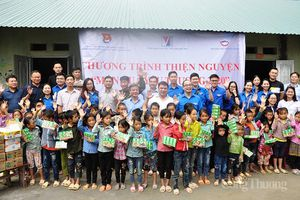 Tuổi trẻ Bộ Công Thương trao 'Món quà yêu thương' tới học sinh địa đầu Tổ quốc