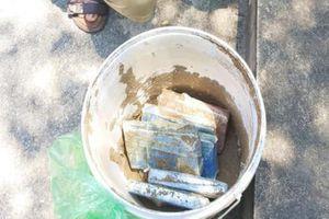Giấu 6 bánh heroin trong thùng sơn