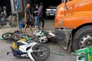 Ôtô đầu kéo tông 7 xe máy