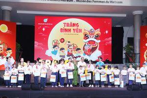 Phó Thủ tướng Trương Hòa Bình trao quà cho trẻ em có hoàn cảnh đặc biệt