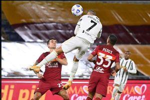 Ronaldo 'bay cao' kinh ngạc