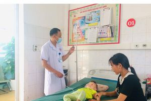 Hà Giang: Ăn nhầm thuốc diệt côn trùng, 2 cháu nhỏ phải nhập viện cấp cứu