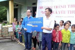 Tuổi trẻ MobiFone đóng góp 'Món quà yêu thương' tới học sinh địa đầu Tổ quốc