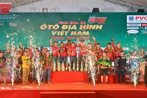 Những nhà vô địch giải đua xe ô tô địa hình PVOIL VOC 2020