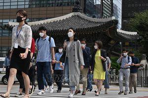 Hàn Quốc bắt đầu siết chặt giãn cách xã hội để ngăn chặn dịch COVID-19