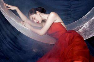Á hậu Tường San hóa Hằng Nga đẹp ma mị trong trang phục Trung thu