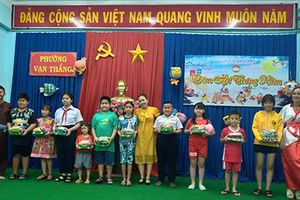Mặt trận phường Vạn Thắng tổ chức 'Đêm hội Trăng Rằm' cho các cháu thiếu nhi