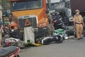 Lái xe đầu kéo tông hàng loạt xe máy có nồng độ cồn cao