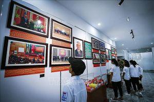 Trưng bày tư liệu, hiện vật về thành tựu của Đảng bộ tỉnh Hòa Bình
