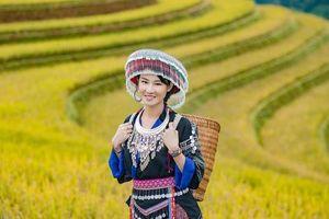 Hoa hậu Du lịch châu Á Phạm Lan Anh hóa thiếu nữ vùng cao