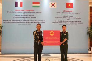 VN trao tặng quân đội Pháp, Hàn Quốc vật tư y tế chống dịch