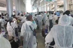 Bất đồng giá khách sạn cách ly, khách về từ Hàn Quốc vạ vật sân bay