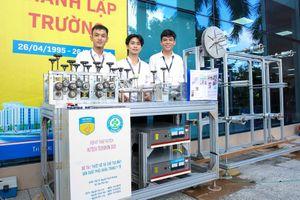 Sinh viên tốt nghiệp với máy sản xuất khẩu trang, máy pha chế tự động