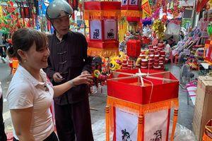 Những chiếc đèn kéo quân lộng lẫy trong Tết Trung thu