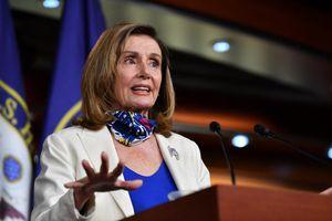 'Bà Pelosi cần được cách ly ngay, phòng khi phải tiếp quản Nhà Trắng'
