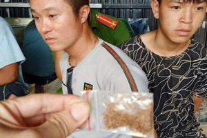 Lâm Đồng: Bắt quả tang 2 đối tượng bán 'Cỏ Mỹ' cho con nghiện