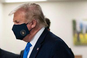 CNN: Tổng thống Trump bị sốt và khó thở