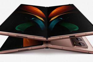 Thổi bụi vào bản lề để kiểm tra độ bền của Samsung Galaxy Z Fold2