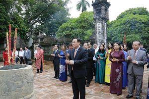 Đoàn đại biểu lãnh đạo thành phố Hà Nội dâng hương tại Cố đô Hoa Lư