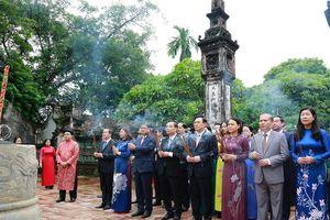 Lãnh đạo thành phố Hà Nội dâng hương tưởng niệm các bậc tiên đế tại Cố đô Hoa Lư