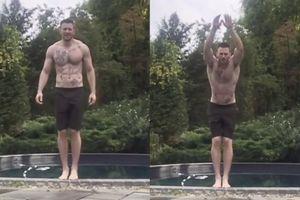 Chris Evans nhào lộn như vận động viên ở bể bơi