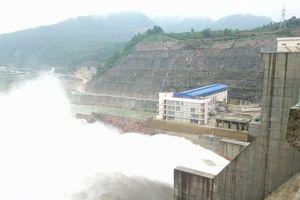 Thừa Thiên - Huế: Mưa to dữ dội buộc các hồ thủy điện đồng loạt điều tiết xả nước
