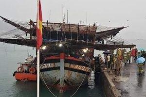 Cứu hộ thành công 39 ngư dân gặp nạn