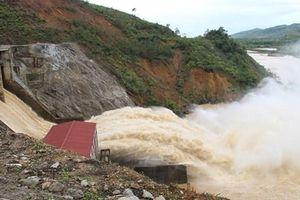 Hà Tĩnh: Mưa lớn diện rộng, thủy điện Hố Hô xả lũ