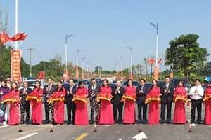 Hà Nội: Gắn biển 2 công trình chào mừng Đại hội đại biểu Đảng bộ Thành phố