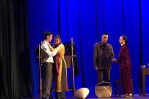 Mảnh vỡ Hà Nội: Vở kịch sống lại một thời kí ức về Hà Nội