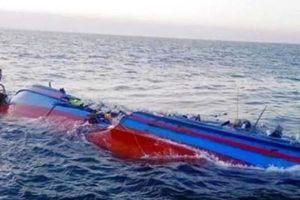 3 tàu đang neo đậu bị sóng biển cuốn trôi, 3 thuyền viên mất tích