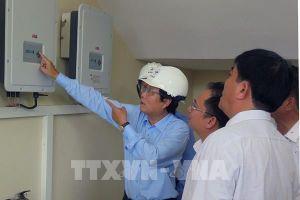 Điện lực miền Trung tặng hệ thống điện mặt trời cho trường học