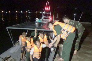 Cứu nạn 11 ngư dân trong vụ chìm tàu cá ở vùng biển Quy Nhơn