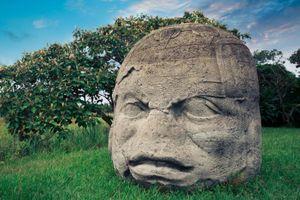 Các tượng đá đầu người khổng lồ trên thế giới