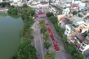 Ấn tượng hình ảnh thanh niên Thủ đô xếp chữ '1010 năm Thăng Long - Hà Nội'