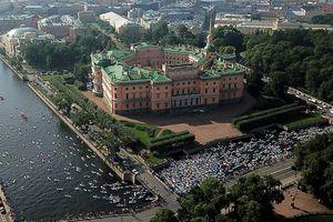 Lướt sóng giữa lòng Saint Petersburg