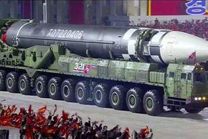 Triều Tiên phô diễn hàng loạt tên lửa đạn đạo mới trong duyệt binh