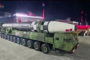 Hàn Quốc họp khẩn sau khi Triều Tiên khoe tên lửa mới