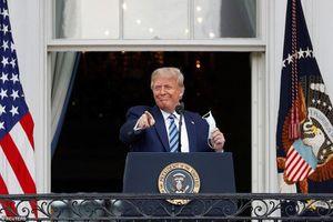 Toàn cảnh Tổng thống Trump 'tái xuất' trước công chúng sau khi ra viện